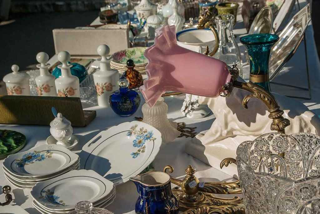Antiquitäten Porzellan
